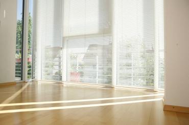 Mit hochwertigen innenliegenden Sonnenschutz werten Sie Ihren Wohnraum auf und schaffen Wohlfühlatmosphäre.